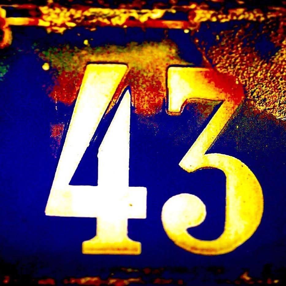 """Ноќниот клуб """"43"""" затворен од власта?"""