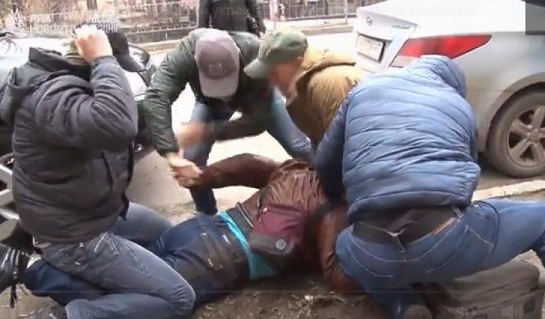 РУСКИТЕ СПЕЦИЈАЛЦИ ВО ФИЛМСКА АКЦИЈА: Филмско апсење на украински шпион на Крим! (ВИДЕО)