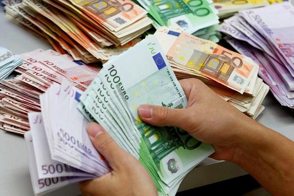 Грузиец затворил менувачница во Струга,  сменил 60 илјади фалсификувани  евра во денари