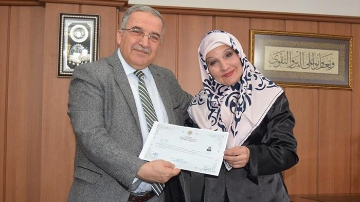 Универзитетска професорка од Македонија премина во ислам (ФОТО)