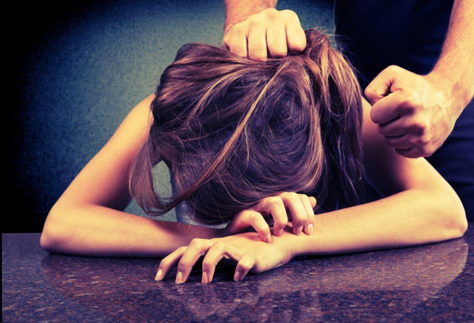 ЗАЕДНО ЈА ПРЕТЕПАЛЕ: Сопругот дознал дека го изневерува, а швалерот дека има маж и настанал вистински хаос!