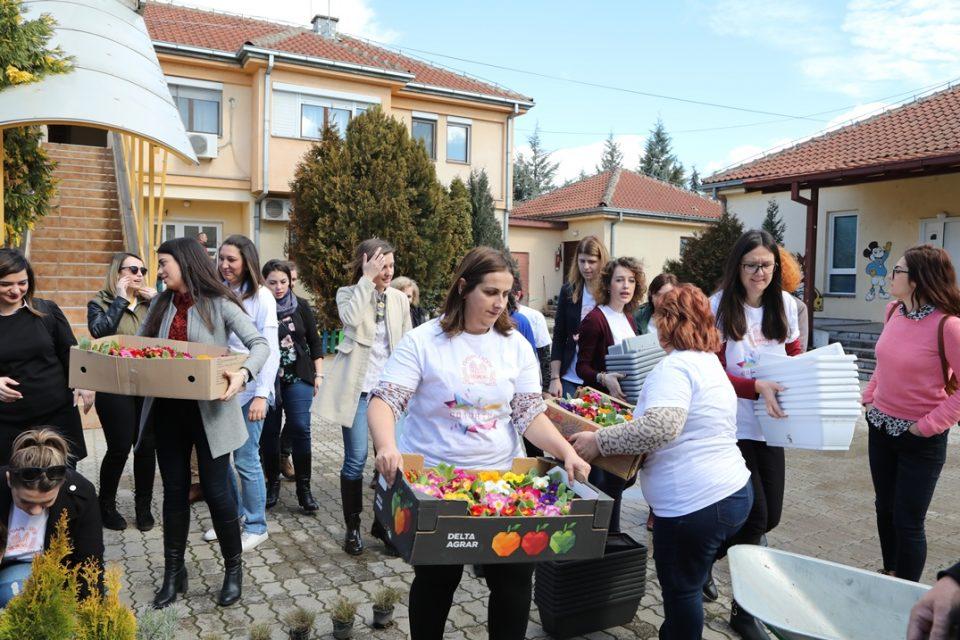 """Под мотото """"Садиме љубов"""", волонтерска акција на жените во Пивара Скопје за децата од СОС Детско Село"""