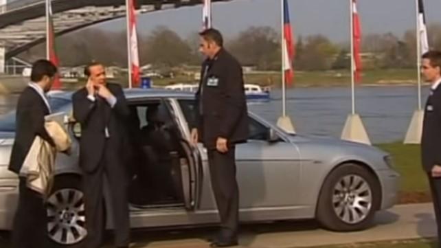 Се сеќавате на овој легендарен потег?! Вака Берлускони ја понижи Меркел пред неколку години (ВИДЕО)