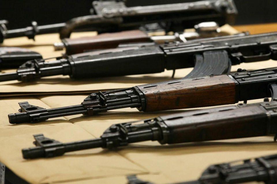 Албанија: Цивилите нелегално поседуваат 325.000 илјади парчиња оружје