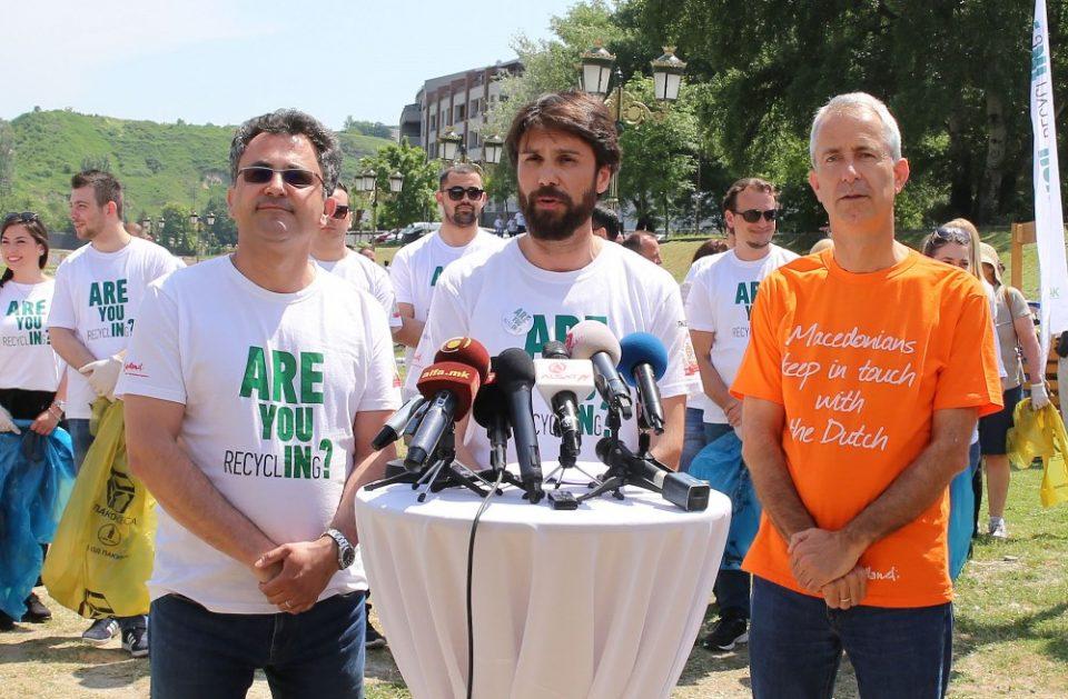 Нова заедничка волонтерска еко–акција за чистење на кејот на Вардар