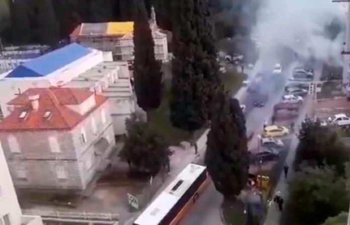"""""""Огнена"""" венчавка за паметење во Дубровник: Сватовите палеле ракети и гуми, интервенирала противпожарна единица (ВИДЕО)"""