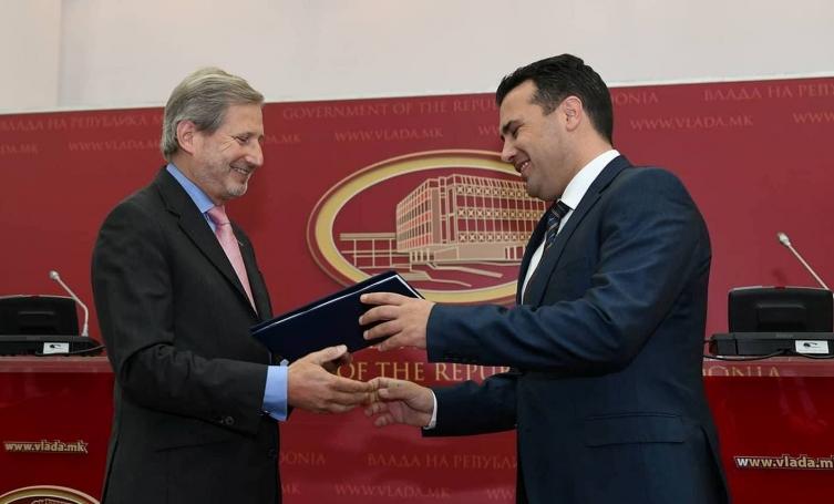 (ВО ЖИВО) Прес конференција на Хан и Заев