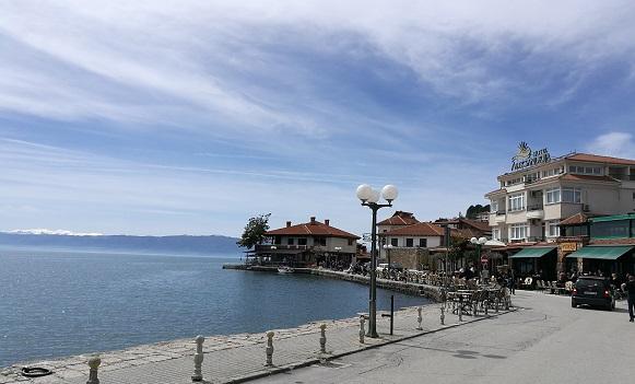 Кафулињата и рестораните во Охрид и Струга полупразни: Тешко ќе се работи под наметнатите услови