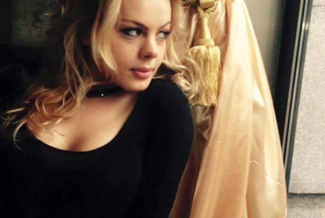 Враќање на сцената по големата трагедија: Српската актерка што ја рани љубовникот се враќа во театарот