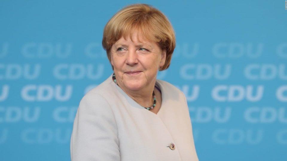 Меркел го поддржа лидерот на ЕПП за претседател на Европската комисија