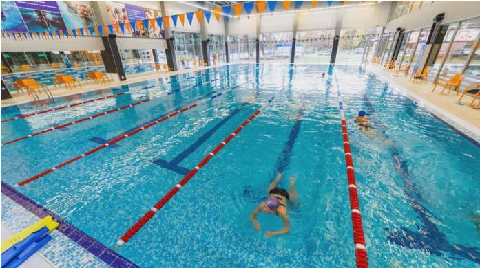Дали навистина знаете колку урина содржи еден јавен базен?