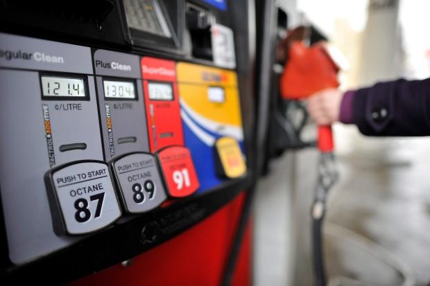 Бензинот и дизелот од полноќ поевтини