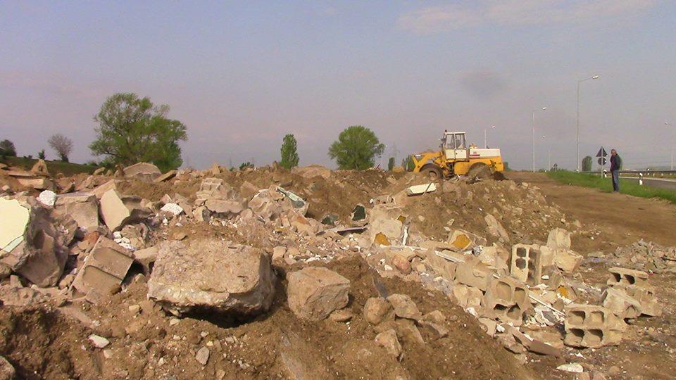 Комуналец започна со пролетно чистње на дивите депонии