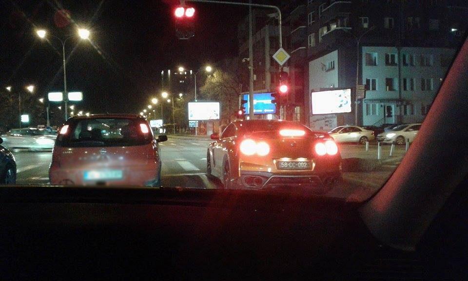 Дипломат беснее по скопските улици: Вози лудо без да внимава на околината (ФОТО)