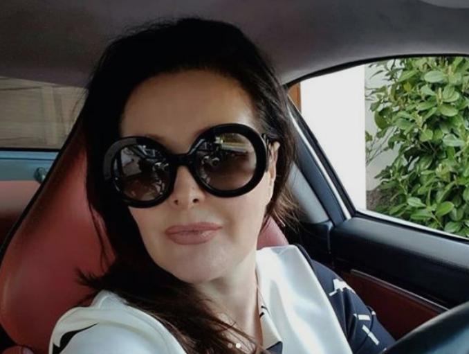 """Фановите ја запрашаа дали таа ја вози оваа """"бесна машина"""": Драгана Мирковиќ се пофали со """"ѕверот"""" вреден цело богатство (ФОТО)"""