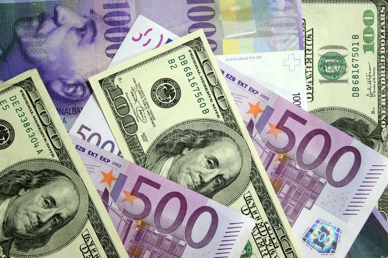 Доларот зајакна, а еврото ослабе