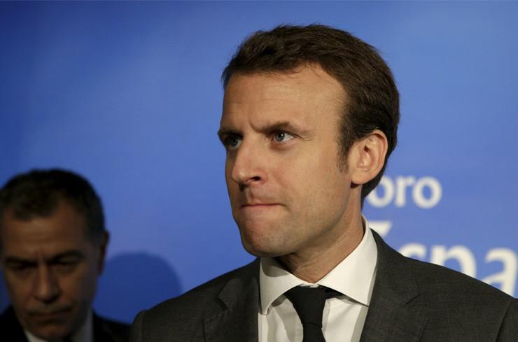 """По протестите на """"Жолтите елеци"""" голем пад на довербата во францускиот претседател"""