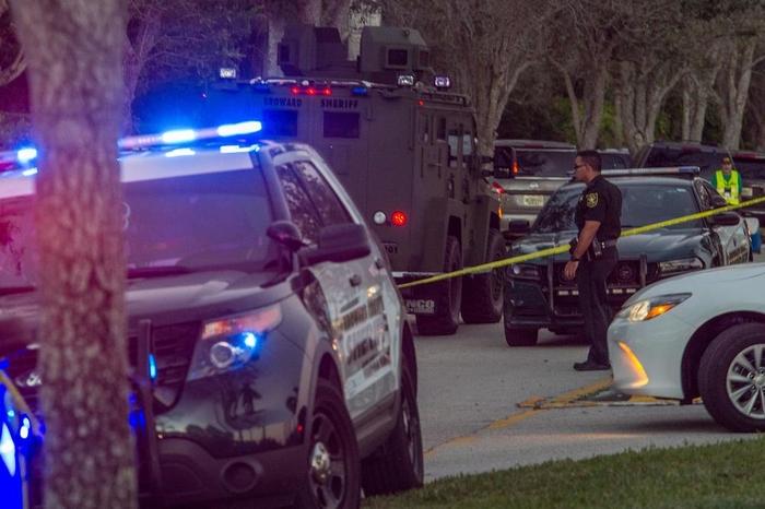 (ВИДЕО) Флорида: Експлозија на гас во трговски центар, над 20 повредени