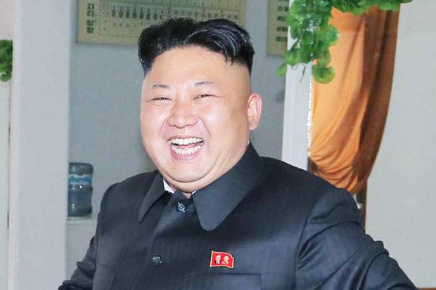 Непрепознатлив: Ким Џонг-ун ги изненади сите со новиот изглед (ФОТО)