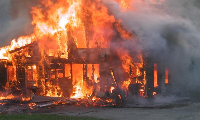 Детали за пожарот во Дебар Маало: Еден изгорен, 8 стана оштетени