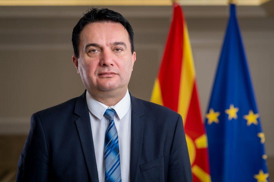 Сугарески се пофали дека без свеченост го пуштиле патот Миладиновци-Штип