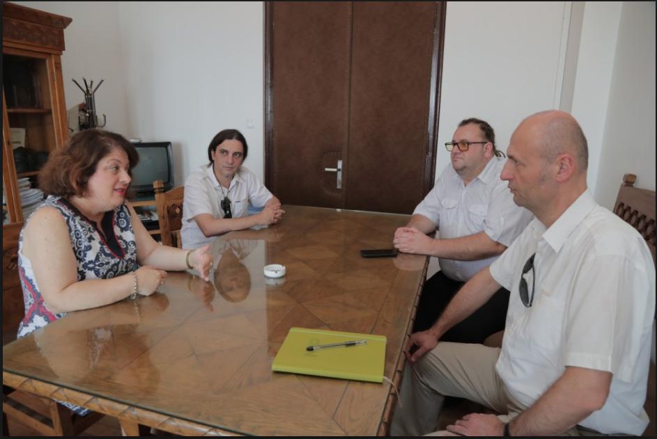 (ФОТО) За Алаѓозовски не важат правилата на владата: Унапредува партиски активисти за 6 скалила