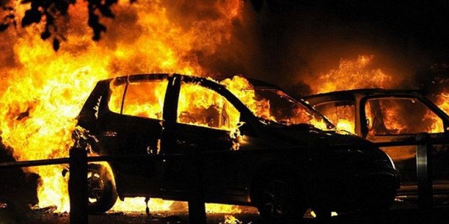 Возило се запали на излезот од Битола – возачот итно пренесен во болница