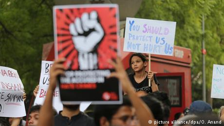 16-годишно девојче силувано, па живо запалено