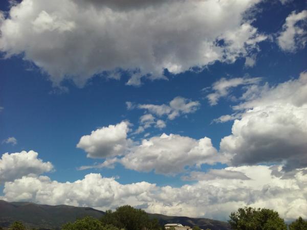 Времето денес ќе биде сончево со умерена облачност, а попладне локален дожд