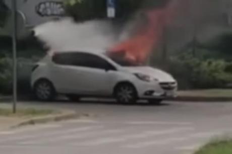 За неколку минути останал без автомобилот – гледал како возилото се претвора во чад (ВИДЕО)