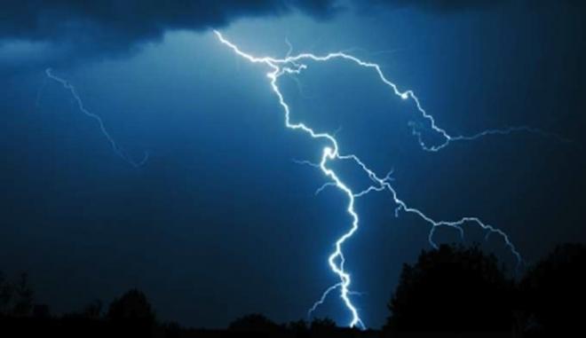 """(ФОТО) Хит на Твитер: """"Гејзери"""" во Скопје по дождот"""
