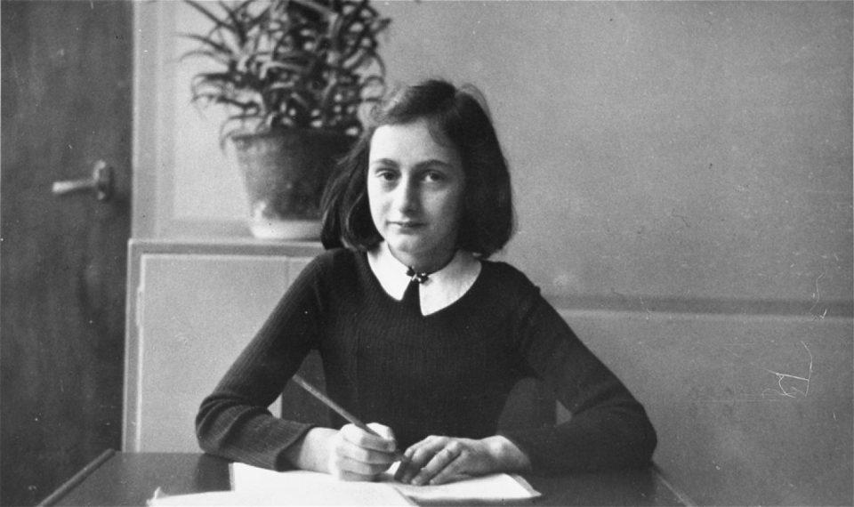 Ана Франк пишувала за нејзиниот интерес за сексуалноста – откриени нови страници од дневникот