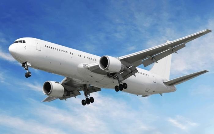 Драма на аеродром: Маж трчал по пистата и викал по пилотот да го запре авионот (ФОТО)