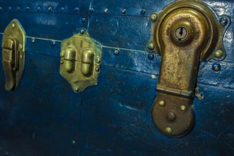 Брачна двојка пронајде закопано богатство во својот двор – а кога дознаа чиво е веднаш го вратија (ФОТО)