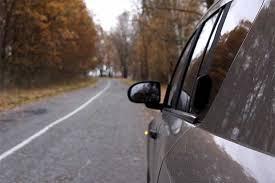 Внимателно: Сообраќајот на овој патен правец се одвива само по една лента