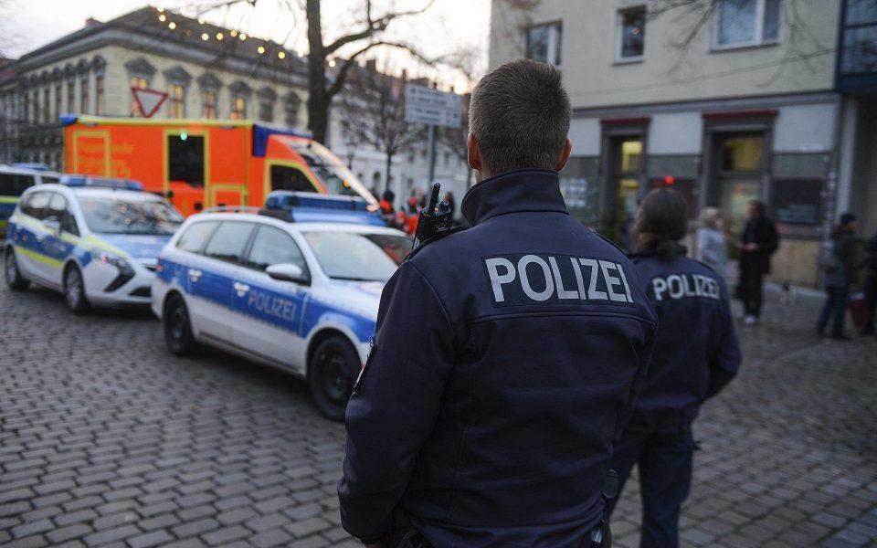 Поради закана од бомбашки напад се евакуираа неколку суда во Германија