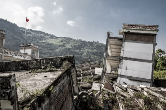 """Милиони туристи го посетуваат: Што се крие под урнатините на кинескиот """"град на духовите"""" ?"""