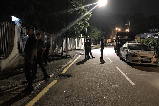 Полицајци упаднаа во домот на поранешен премиер