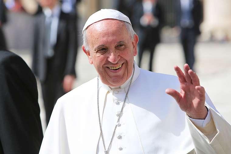 Папата Франциско повика на дијалог за мир: Војната раѓа војна