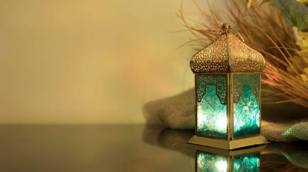 Муслиманските верници вечерва го започнуваат светиот месец Рамазан