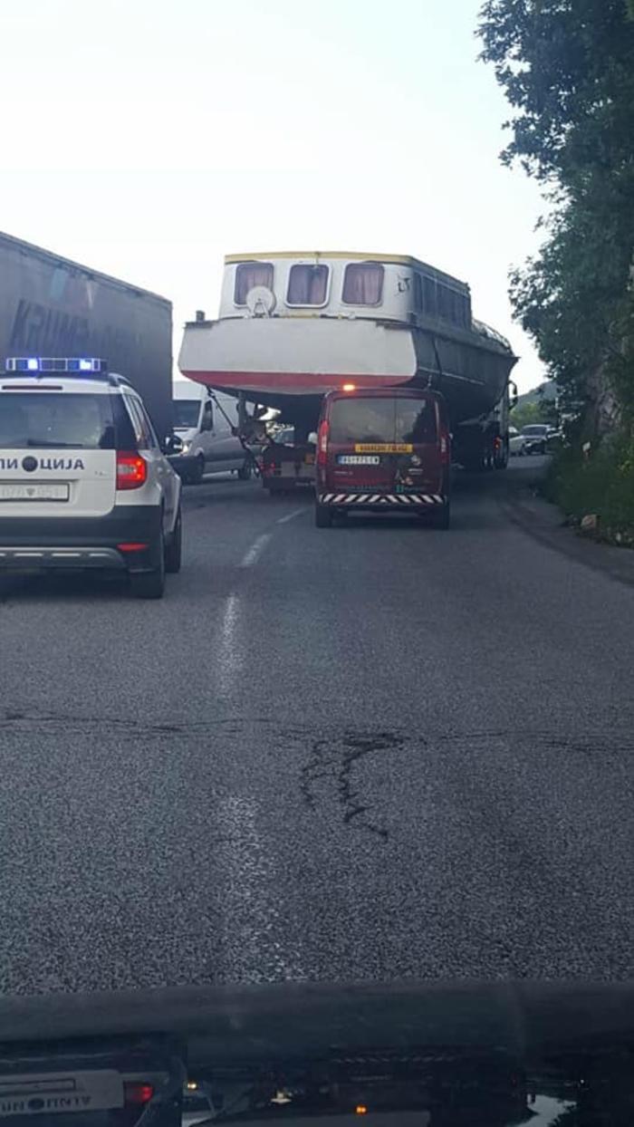 Застој на Стража: Транспорт на брод го заглави сообраќајот
