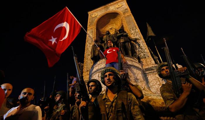Турција: Oбвинителството издаде налог за апсење на 250 воени офицери