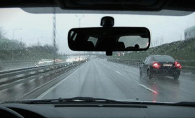 Сообраќајот се одвива без забрани по влажни коловози