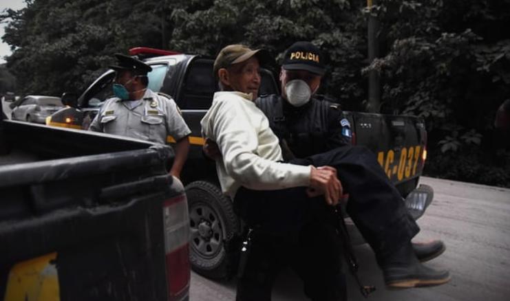 Ќе се прогласи вонредна состојба – 38 загинати и 300 повредени при ерупција на вулкан во Гватемала (ВИДЕО)