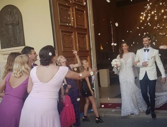 Повторно се собраа ракометарките на Вардар, овој пат за свадбата на нивната колешка (ФОТО)