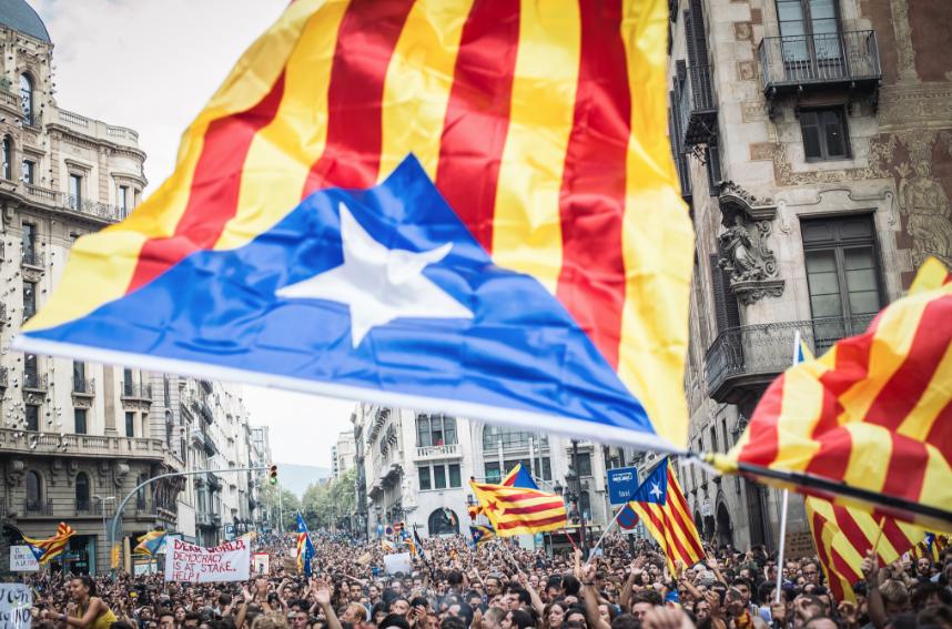 Во Барселона илјадници луѓе маршираа за независност на Каталонија