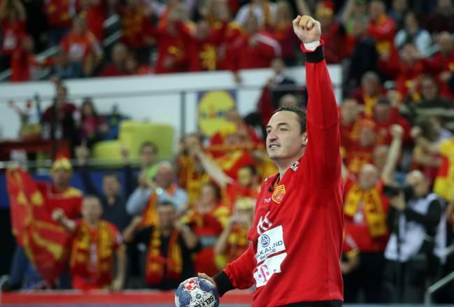 (ФОТО) Вака синот на Борко Ристовски навива за Македонија