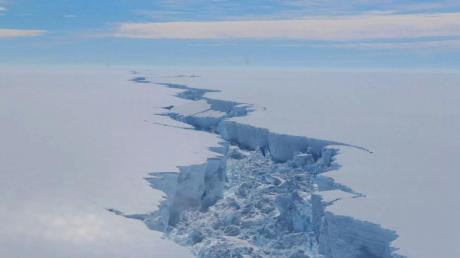 Антарктикот се топи многу побрзо од што мислевме, а оваа снимка е посебно загрижувачка (ВИДЕО)