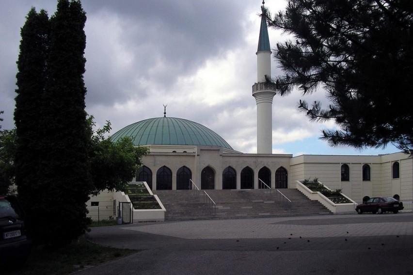 Австрија затвора седум џамии и ќе протера неколумина имами