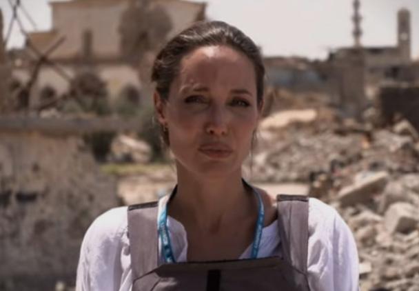Анџелина Џоли во посета на камп за сириски бегалци во Ирак